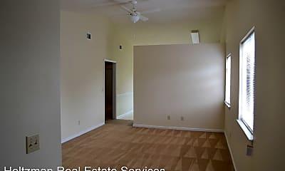 Building, 910 Brett Dr, 1