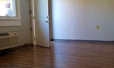 Living Room, 401 N Maple St, 1
