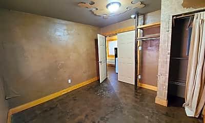 Bedroom, 557 N Limestone, 2