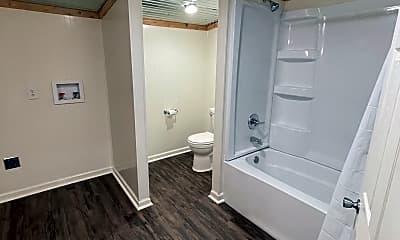 Bathroom, 1615 S 8th St, 2