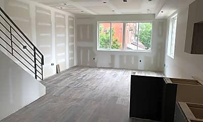 Living Room, 300 Budd St F, 2