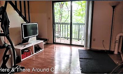 Living Room, 2022 Iuka Ave, 1