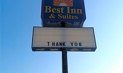 Best Inn & Suites, 1