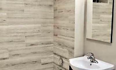 Bathroom, 6204 N Hermitage Ave, 1