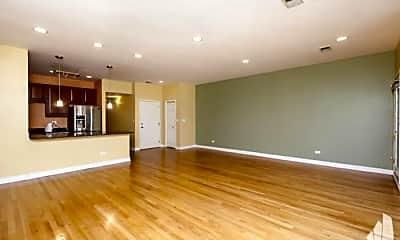 Living Room, 811 W Superior St, 1