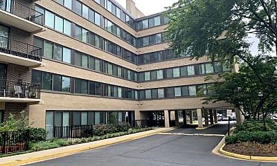 Building, 600 Roosevelt Blvd G4, 2
