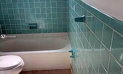 Bathroom, 560 NE 138th St 562, 2