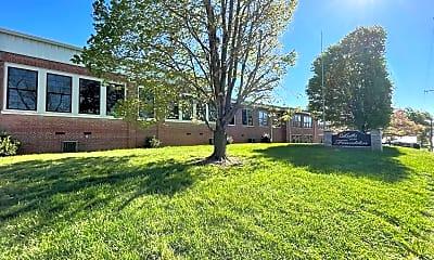 Building, 303 Franklin St, 2