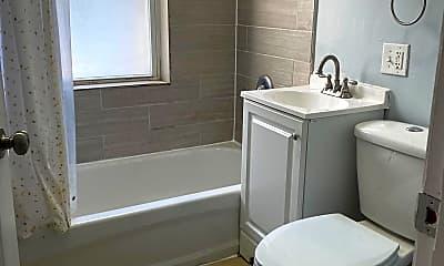 Bathroom, 7044 S Woodlawn Ave, 0
