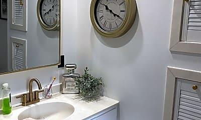 Bathroom, 200 Wall St, 2