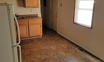 Kitchen, 1615 Hedge Rd, 1