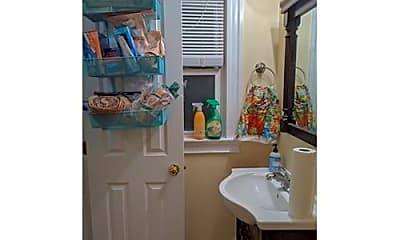 Bathroom, 6 White St, 2