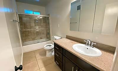 Bathroom, 3367 Overland Ave, 2
