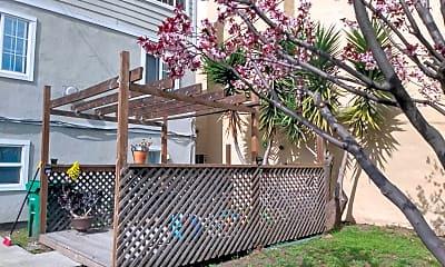Shattuck deck.jpg, 5521 Shattuck Ave, 1