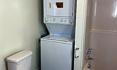 Bathroom, 287 Faculty St, 2