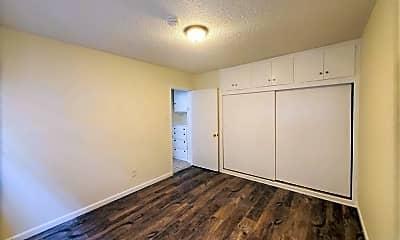 Bedroom, 835 W Beach Ave, 2