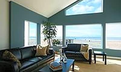 Living Room, 3903 Ocean Dr, 1