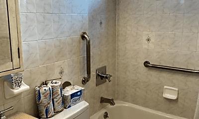 Bathroom, 687 Willowbrook Rd, 2