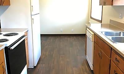 Kitchen, 402 Janet Ct N, 2