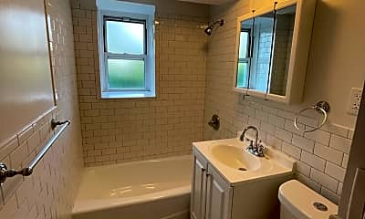 Bathroom, 98 Harding Ave, 2