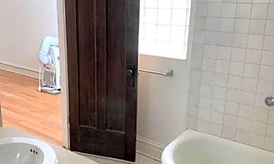 Bathroom, 2037 W Berwyn Ave, 2