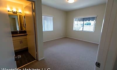 Bedroom, 711 N Sweetzer Ave, 1