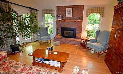 Living Room, 1689 Camden Ct S, 1