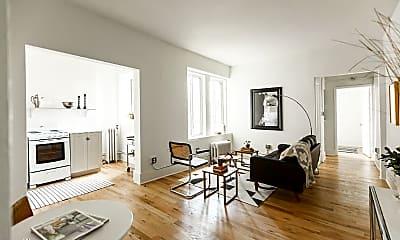 Living Room, 686 Selden St, 0