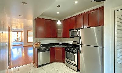 Kitchen, 1008 N Hoyne Ave, 1