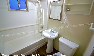 Bathroom, 923 James Ct, 2