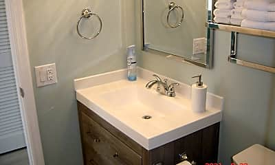 Bathroom, 7801 Ridgewood Ave 28, 2