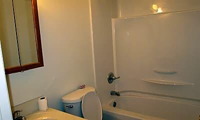 Bathroom, 533 Daisy Dr, 2