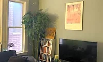Living Room, 2131 W Division St 2R, 1