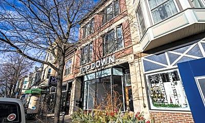 Building, 2004 W Roscoe St 2, 1
