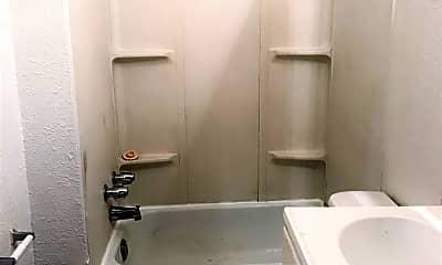 Bathroom, 914 Pittsburgh St, 1