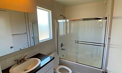 Bathroom, 251 Robinson St, 1