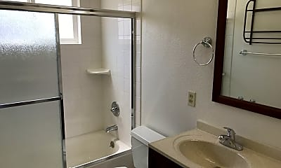Bathroom, 682 Grand Coulee Ave, 2