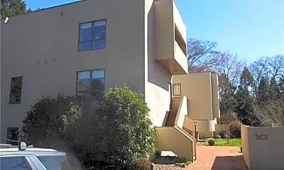 Building, 501 Fenton Pl O, 1