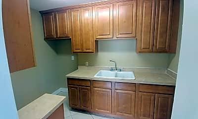 Kitchen, 605 Chestnut Dr, 1