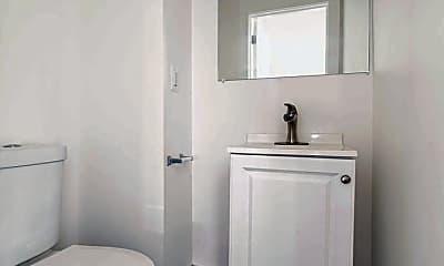 Bathroom, 519 E Philadelphia St, 2