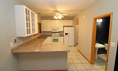 Kitchen, 6700 Old Royalton Rd 4, 2