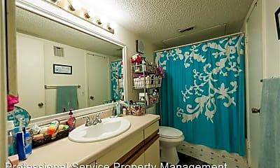 Bathroom, 650 W Collins St, 1