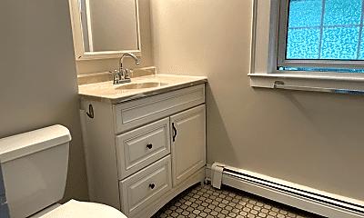 Bathroom, 74 Cottage St, 2