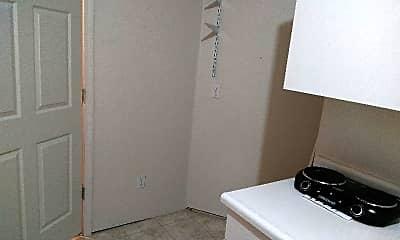 Kitchen, 3319 Pheasant St, 2