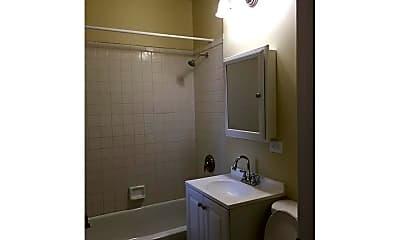 Bathroom, 4850 W Adams St, 2