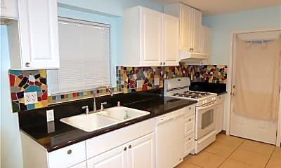 Kitchen, 5531 E Daggett St 33, 1