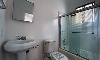 Bathroom, 752 S Main St, 2