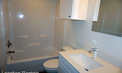 Bathroom, 5504 Lehigh St, 2