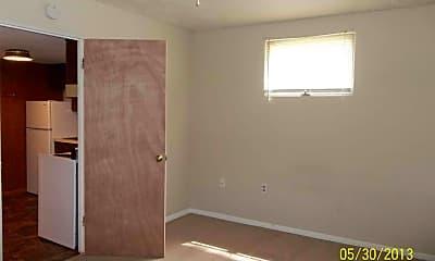 Bedroom, 1400 W Calhoun St, 2