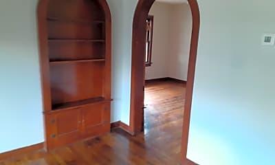 Living Room, 709 Baylor St, 2